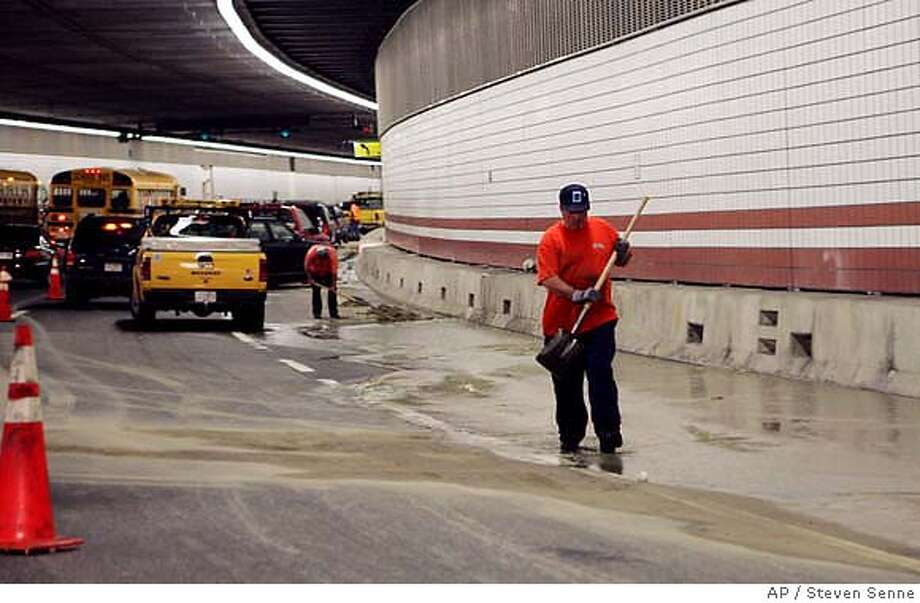 Workers clear water from the tunnel in the northbound lanes of I-93 in Boston Wednesday, Sept. 15, 2004. Gridlock ensued when water began leaking into the tunnel, which carries Interstate 93 through downtown Boston. (AP Photo/Steven Senne) Business#Business#Chronicle#11/11/2004#ALL#5star##0422460487 Photo: STEVEN SENNE