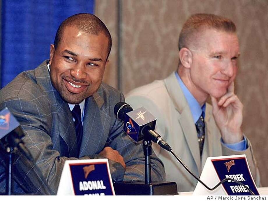 Former Los Angeles Lakers point guard Derek Fisher, left, answers questions from the media as he sits next to Golden State Warriors vice president of basketball operations Chris Mullin, during a news conference in Oakland, Calif., on Monday, July 19, 2004. Fisher finalized a six-year, $37 million contract with the Warriors on Friday, July 16. (AP Photo/Marcio Jose Sanchez)  Sandy Berger Ran on: 07-20-2004  Derek Fisher, the Warriors' newest point guard, and team vice president Chris Mullin met the media Monday. Fisher received a contract reported to be worth $37 million over six years. ALSO RAN Ran on: 10-07-2004 Sports#Sports#Chronicle#11/10/2004#ALL#5star##0422205238 Photo: MARCIO JOSE SANCHEZ