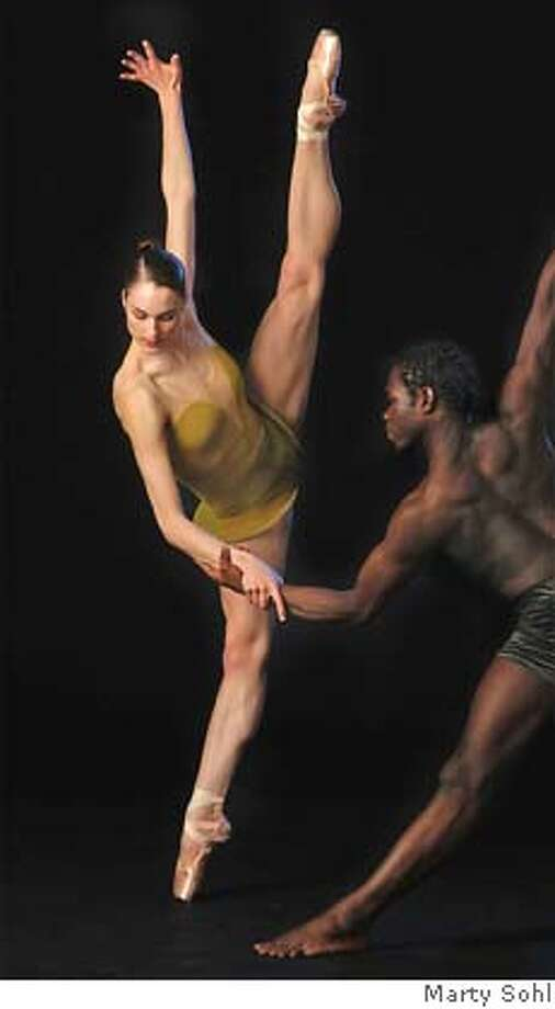 "Drew Jacoby Prince Credell.JPG Drew Jacoby in Alonzo King's LINES Ballet ""Before the Blues "" Marty Sohl / DAVID PERRY & ASSOCIATES Datebook#Datebook#Chronicle#11/08/2004##Advance##0422452937 Photo: Marty Sohl"