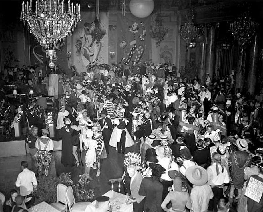 SPINSTERS07B.JPG Spinsters Costume Ball  Palace Hotel, San Francisco  February 16, 1952 CHRONICLE FILE PHOTO BY ART FRISCH/1952 MANDATORY CREDIT FOR PHOTOG AND SF CHRONICLE/ -MAGS OUT Living#Living#Chronicle#11/7/2004#ALL#2star-dot#E5#0422439747