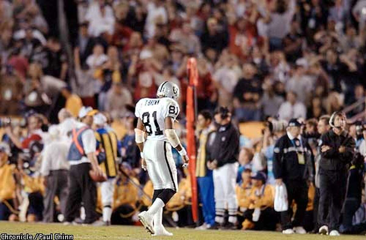 Raiders receiver Tim Brown walks dejectedly off the field near the end of the game after catching only one pass for 9 yards. Chronicle photo by Paul Chinn