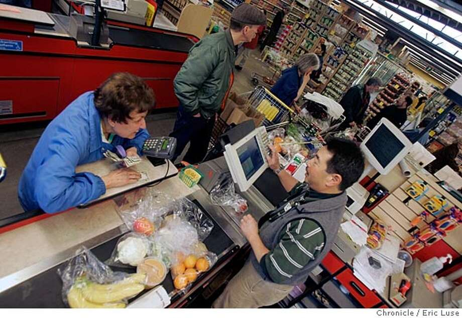 berkeleybowl_0119_el.jpg  Shopper Holly Raineri, Piedmont and checker Ron Miyake, 23 years at the Bowl. Berkeley Bowl grocery store and the people that shop there, the employees etc.  Event on 3/18/05 in Berkeley. Eric Luse / The Chronicle Photo: Eric Luse
