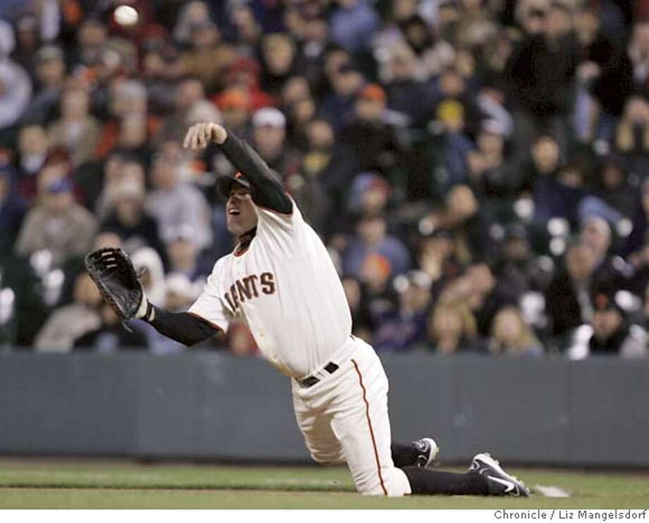 _L8G0121.JPG Event on 4/25/05 in San Francisco.  Giants first baseman JT Snow from his knees, throws out Mark Loretta at second base in the top of the 6th inning. The Giants platy the San Diego Padres at SBC Park.  Liz Mangelsdorf / The Chronicle Photo: Liz Mangelsdorf