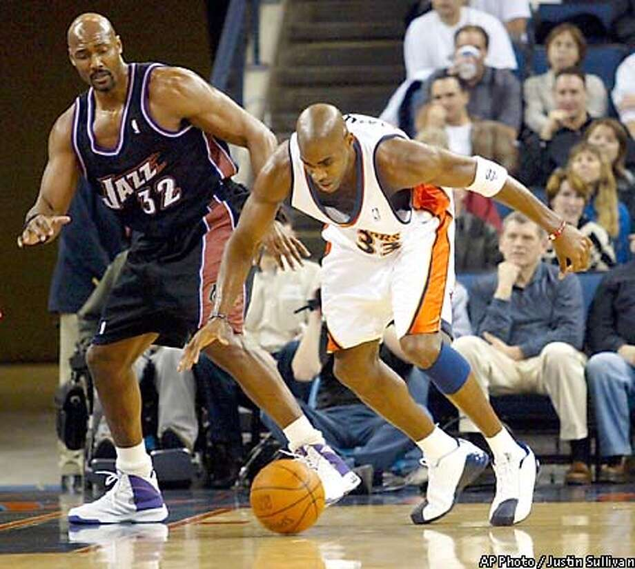 Golden State Warriors' Antawn Jamison (33) reaches for a loose ball as Utah Jazz's Karl Malone (32) watches during the first half Saturday, Jan. 25, 2003, in Oakland, Calif. (AP Photo/Justin Sullivan) Photo: JUSTIN SULLIVAN