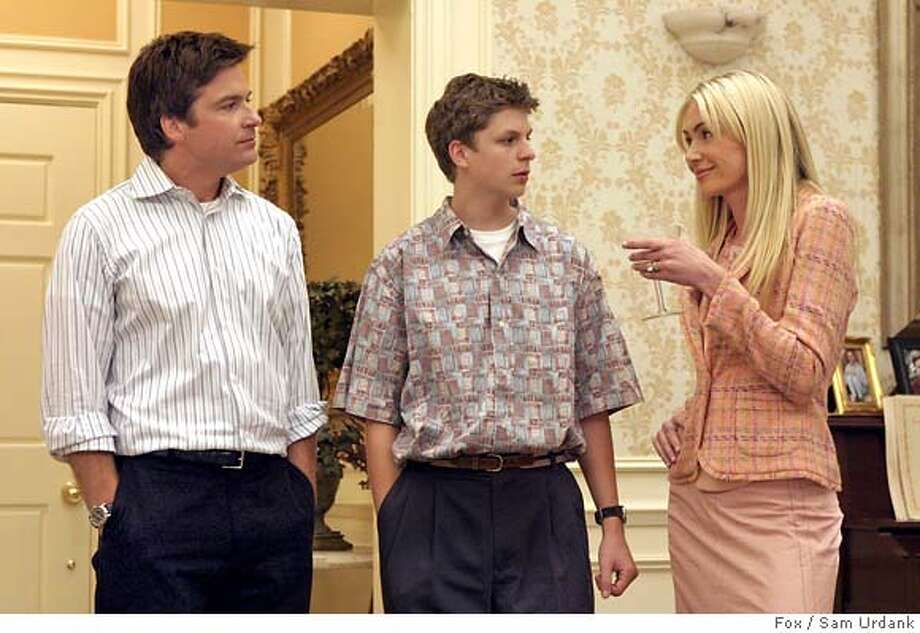 GOODMAN03 ARRESTED DEVELOPMENT: Michael (Jason Bateman, L) and George Michael (Michael Cera, C) find it hard to leave their family. Also pictured Portia de Rossi (R). ��2004 FOX BROADCASTING COMPANY. Cr: Sam Urdank/FOX. Datebook#Datebook#Chronicle#11/03/2004##Advance##0422444498