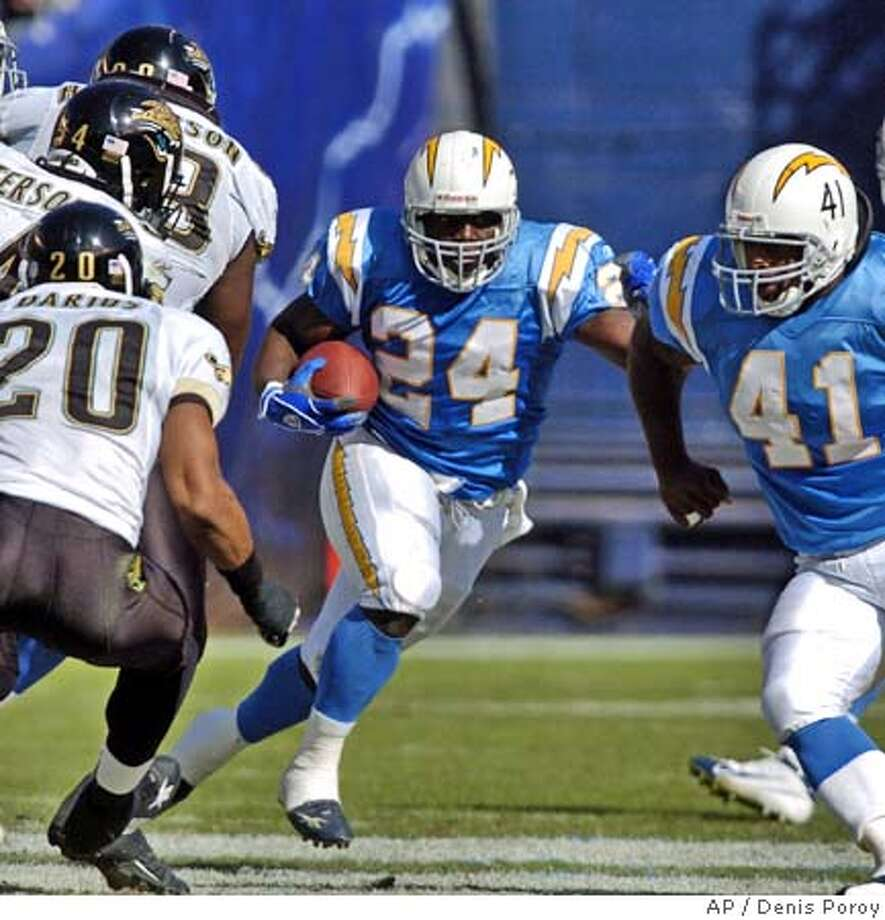 San Diego Chargers' backup running back, Jesse Chatman, cuts off the block of fullback Lorenzo Neal during the second half of the Chargers victory over the Jacksonville Jaguars Sunday Oct.3, 2004 in San Diego. Chatman has made a name for himself while filling in for the injured LaDanian Tomlinson. (AP Photo/Denis Poroy) Ran on: 10-31-2004  Lorenzo Neal (41) helps clear the path for Jesse Chatman, who was filling in for usual recipient LaDainian Tomlinson. Ran on: 10-31-2004  Lorenzo Neal (41) helps clear the path for Jesse Chatman, who was filling in for usual recipient LaDainian Tomlinson. Photo: DENIS POROY