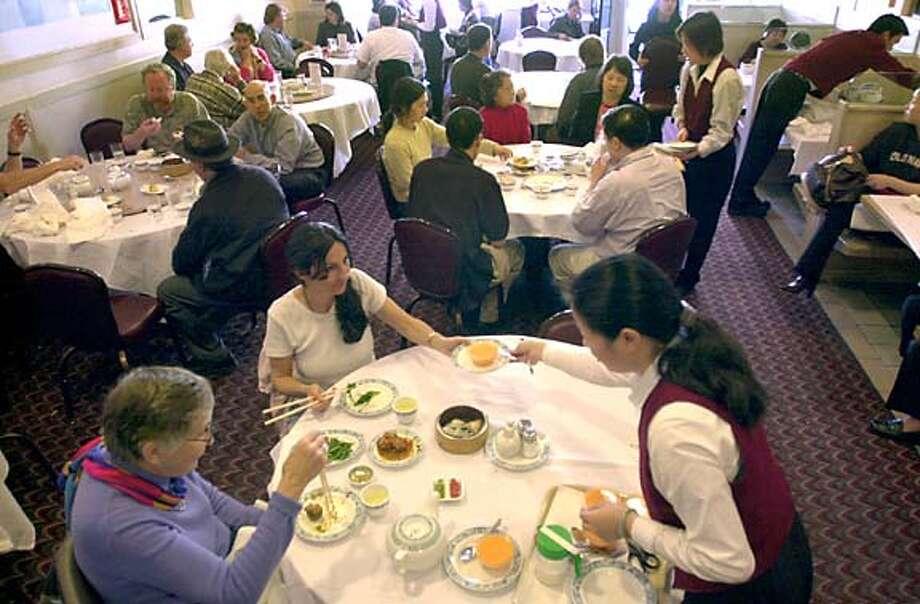 TONKIANG1-C-06FEB03-FD-CL  Ton Kiang restaurant at 5821 Geary Blvd. in San Francisco. Photo by Craig Lee/San Francisco Chronicle CAT Datebook#Datebook#SundayDateBook#10-31-2004#ALL#Advance##421193273 Photo: CRAIG LEE