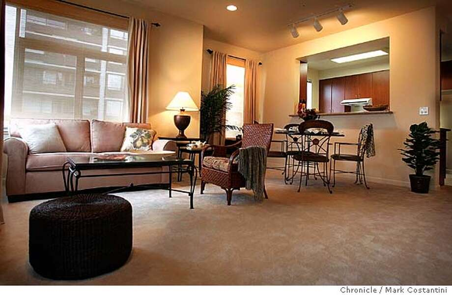 Weekly model home feature. This is the interior of the Crysanthemum model. 10/15/04 in Oakland. S.F. Chronicle photo by Mark Costantini. RealEstate#RealEstate#RealEstate#10/31/2004#ALL#Advance##0422423546 Photo: Mark Costantini