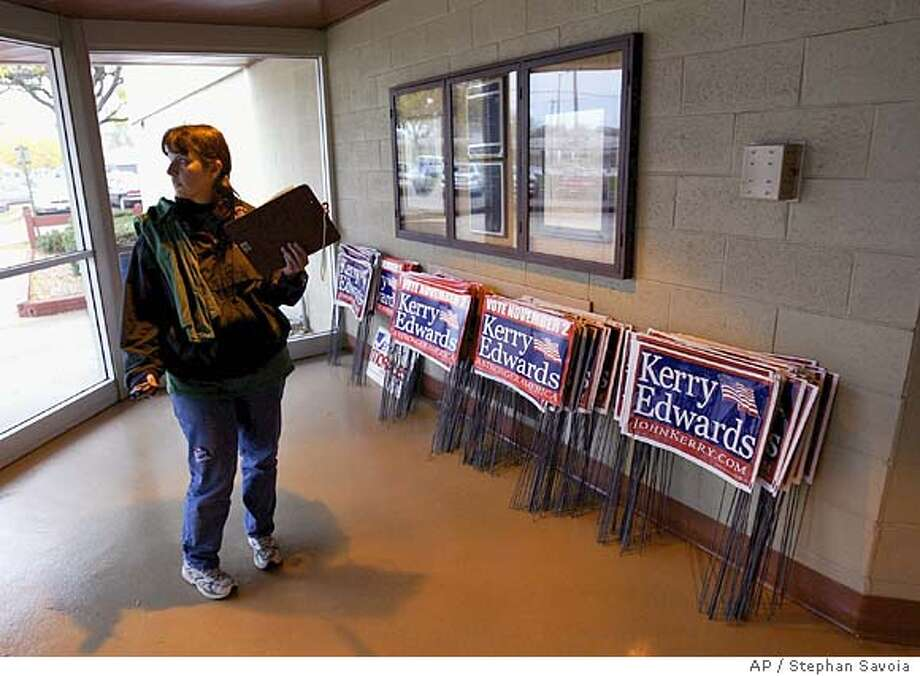 Wendy Strout, a representative for the American Federal State County and Municipal employees union, waits inside the lobby of a community center in Milwaukee, Wis., for several of her union members to arrive before an Elizabeth Edwards town hall style meeting Thursday afternoon Oct. 27, 2004. The AFSCME union has endorsed the Kerry Edwards ticket. (AP Photo/Stephan Savoia) Politics#MainNews#Chronicle#10/30/2004#ALL#5star##0422435735 Photo: STEPHAN SAVOIA