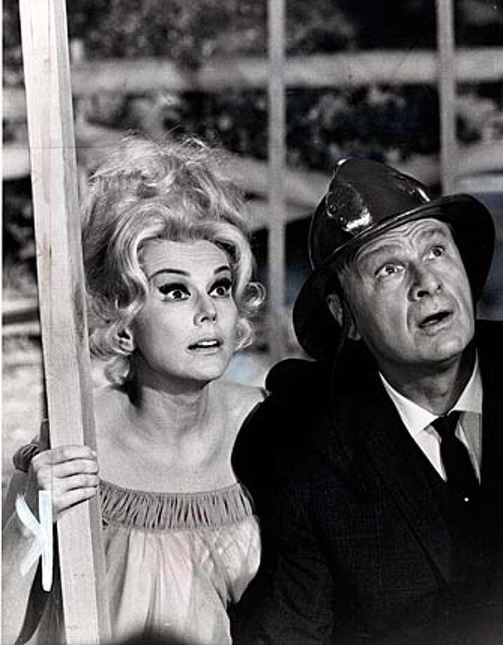 "Eva Gabor and eddie Albert in '60s sitcom, ""Green Acres"" photo aug 2, 1966"