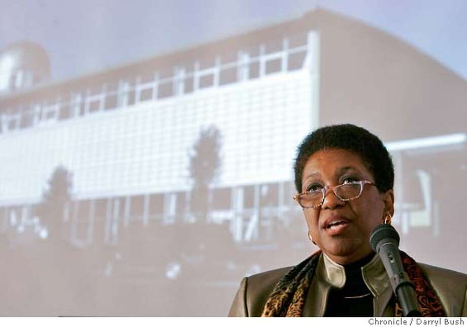 """San Francisco Unified School District Superintendent Arlene Ackerman gives her annual """"state of the schools address,"""" as other dignitaries attend the program at Tenderloin Community School.  10/28/04 in San Francisco  Darryl Bush / The Chronicle Photo: Darryl Bush"""
