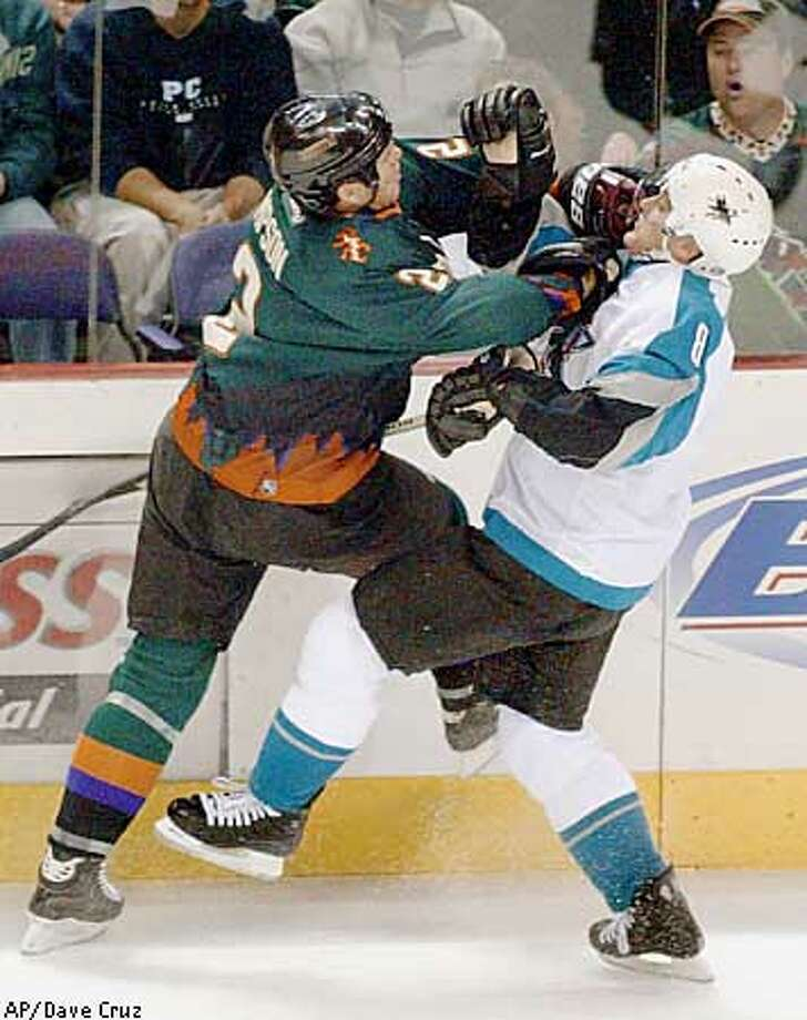 Phoenix Coyotes' Todd Simpson, left, crashs into San Jose Sharks' Teemuu Selanne ofvFinland in the first period in Phoeinx Monday, night, Jan. 20, 2003. (AP Photo/Arizona Republic, Dave Cruz) Photo: DAVE CRUZ