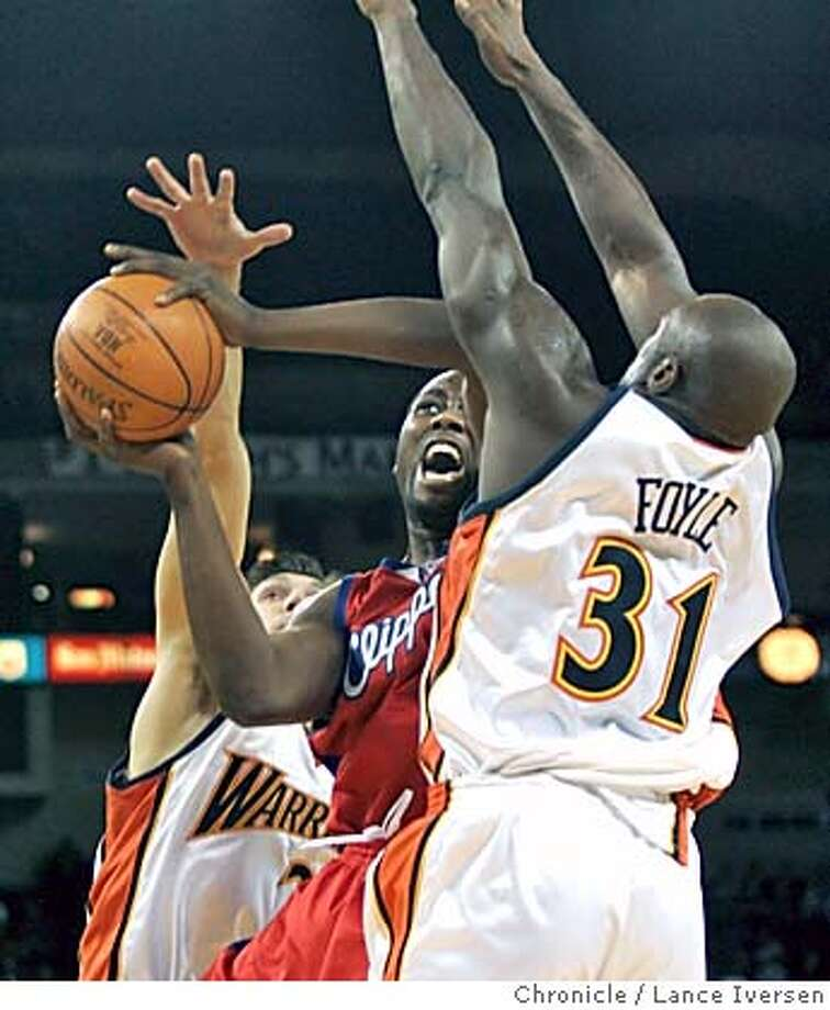 WARRIORS_126.jpg_  Clipper's #42 Elton Brand drives between Matt Carroll and Adonal Foyle in first half action. Golden State Warriors vs. The Los Angels Clippers. By Lance Iversen/San Francisco Chronicle Photo: Lance Iversen