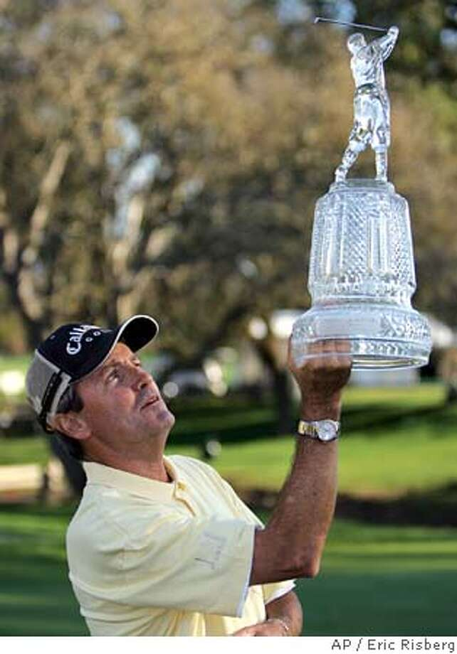Mark McNulty, of Sunngdale, England, holds up his trophy on the 18th green of the Sonoma Golf Club after winning the Charles Schwab Cup Championship in Sonoma, Calif., Sunday, Oct. 24, 2004. McNulty won the tournament after shooting a 6-under-par 66 to finish at total 11-under-par.(AP Photo/Eric Risberg) Sports#Sports#Chronicle#10/29/2004#ALL#5star##0422430501 Photo: ERIC RISBERG