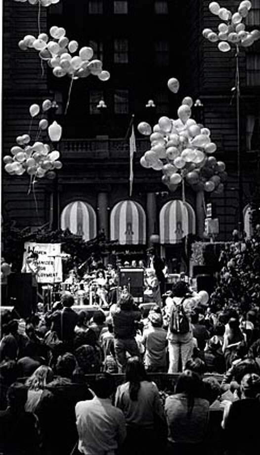 Secretaries let loose 248 ballons in Union Square, one for every working day of the year that could bring higher pay