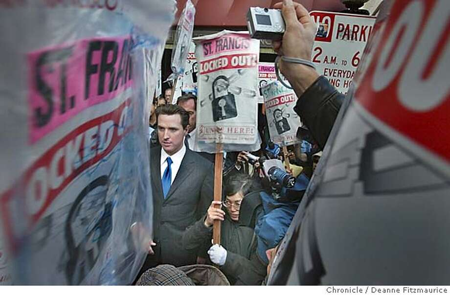 pickets_120_df.JPG  Mayor Gavin Newsom walked the picket line with locked out workers in front of the St. Francis Hotel.  Deanne Fitzmaurice / The Chronicle MANDATORY CREDIT FOR PHOTOG AND SF CHRONICLE/ -MAGS OUT Nation#MainNews#Chronicle#10/27/2004#ALL#5star##0422434142 Photo: Deanne Fitzmaurice