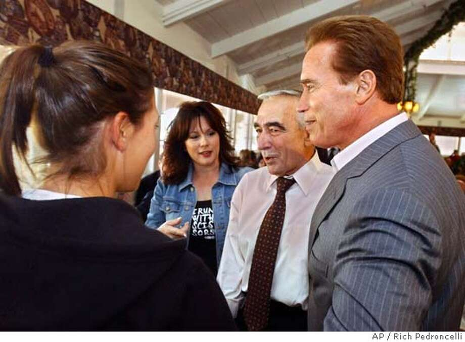 Stockton Mayor Gary Podesto, second from right, was joined by Gov. Arnold Schwarzenegger as he campaigned at a Murillo's Mexican Food in Vacaville, Calif., Tuesday, Oct. 26, 2004. Schwarzenegger talked to diners, including Linda Vercoe, second from left, and her daughter, Jordan, 15, while campaigning for Podesto who is running for the 5th Senate District against incumbent Democrat Mike Machado. (AP Photo/Rich Pedroncelli) Metro#Metro#Chronicle#10/28/2004#ALL#5star##0422433823 Photo: RICH PEDRONCELLI