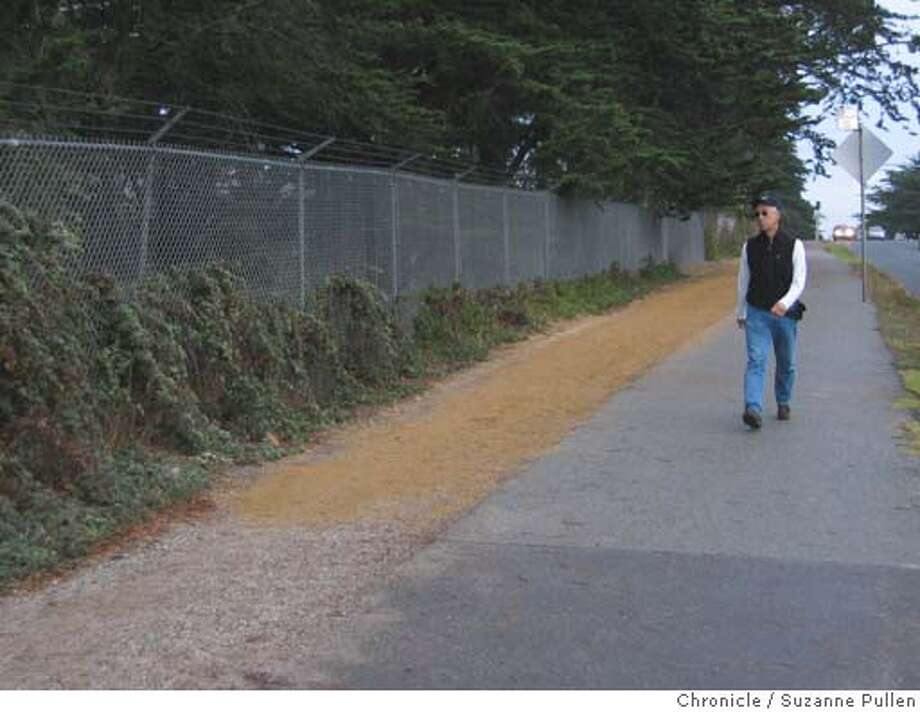cwlakemerced02.JPG FOR CHRONICLEWATCH USE ONLY: An eroded pathway around lake merced had a deep trench filled in. 10/18/04 in San Francisco. Suzanne Pullen / The Chronicle Metro#Metro#Chronicle#10/28/2004#ALL#5star##0422435404 Photo: Suzanne Pullen