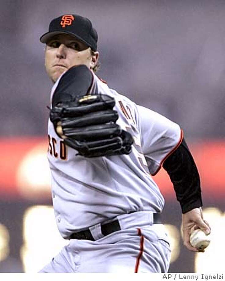 San Francisco Giants starter Brett Tomko pitches in the first inning against the San Diego Padres Monday, April 18, 2005, in San Diego. (AP Photo/Lenny Ignelzi) Photo: LENNY IGNELZI