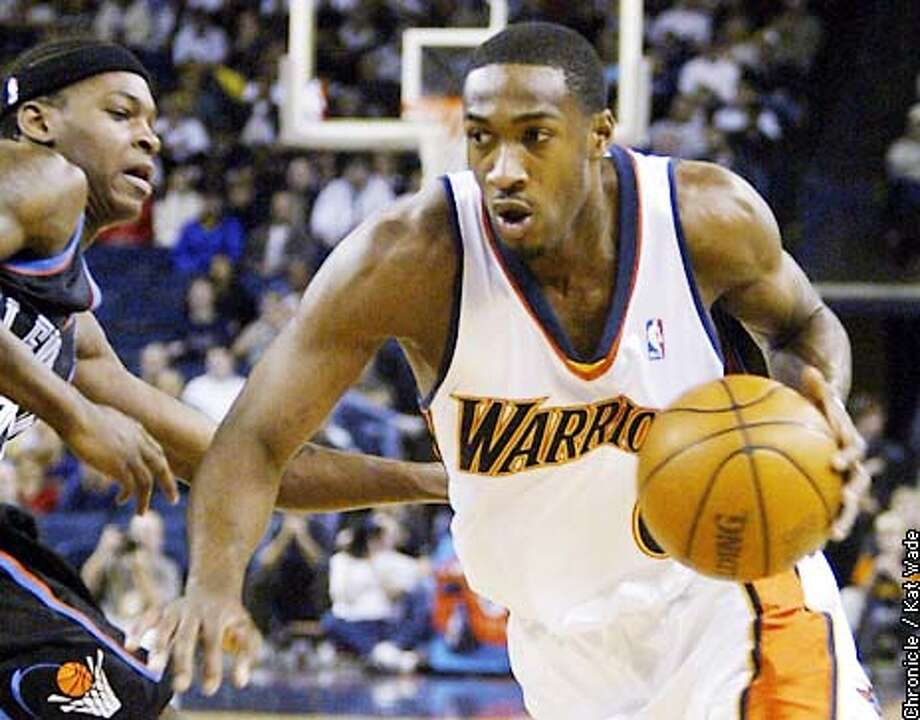 The Golden State Warrior's Gilbert Arenas charges for the basket under pressure from the Clevland Cavalier's Smush Parker during the first period of the game January 15, 2003 at the Oakland Arena. SAN FRANCISCO CHRONICLE PHOTO BY KAT WADE Photo: KAT WADE