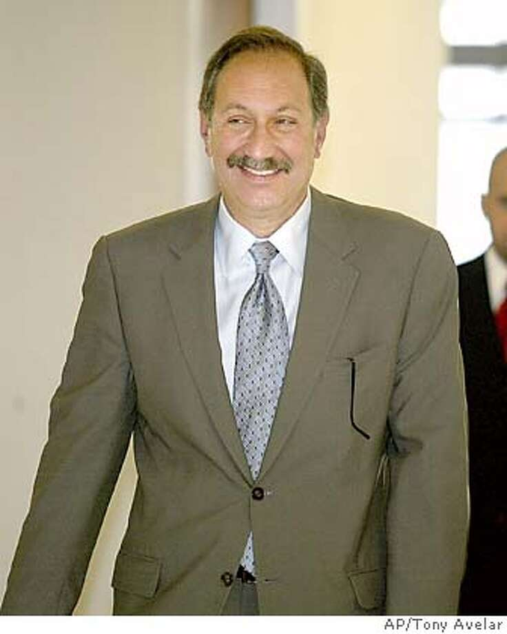 Mark Geragos, attorney for Scott Peterson, returns from a lunch break to the San Mateo County Superior Courthouse Redwood City, California, Monday, Oct. 25, 2004. Laci Peterson's husband Scott Peterson is charged with the murders of Laci and the couple's unborn son. (AP/Tony Avelar, Pool) PHOTO POOL Nation#MainNews#Chronicle#10/27/2004#ALL#5star##0422432240 Photo: TONY AVELAR
