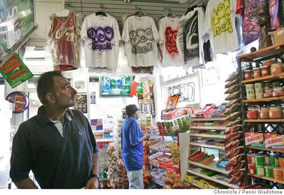 6e418fb7 R.I.P. shirts become an urban tradition / Mementos honoring the dead ...