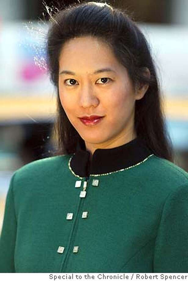 CHANG_rs11.jpg Author Iris Chang poses for a photograph, in New York, Sunday, April 27, 2003. (Photo/Robert Spencer)on 5/5/03 in New York. Robert Spencer / The Chronicle MANDATORY CREDIT FOR PHOTOG AND SF CHRONICLE/ -MAGS OUT Photo: Robert Spencer
