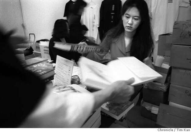 "NANKING-02/B/19JULY98/SC/TK=IRIS Chang autographing ""Rape of Nanking"" Sunday at the Treasure Island exhibit. photo by Tim Kao/the chronicle"