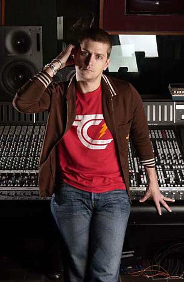 Singer Rob Thomas poses in Studio 3 at the Hit Factorymusic studio in New York, Dec. 10, 2004, where he was working on a new album. (AP Photo/Jim Cooper) Photo: JIM COOPER