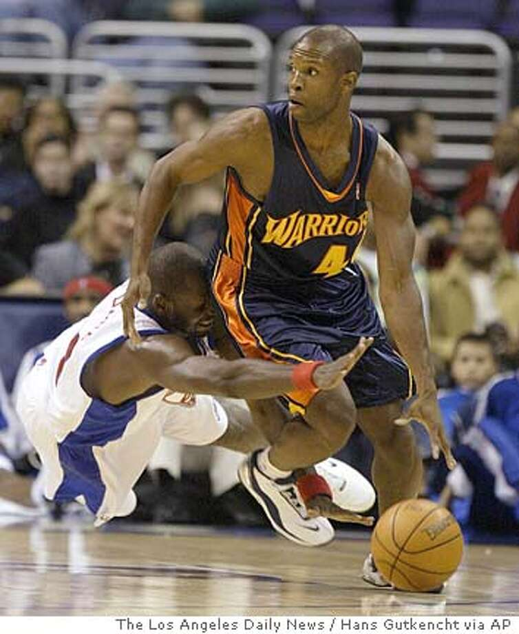 Los Angeles Clippers' Mamadou N'Diaye, left, attempts to steal the ball away from Golden State Warriors' Calbert Cheaney during the first half in Los Angeles, Tuesday, Oct. 19, 2004. (AP Photo/The Los Angeles Daily News, Hans Gutkencht) , MAGS OUT, LA TIMES OUT VENTURA COUNTY STAR OUT Sports#Sports#Chronicle#10/20/2004#ALL#5star##0422422393 Photo: HANS GUTKENCHT