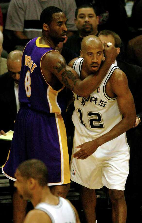 Lakers Kobe Bryant and Spurs Bruce Bowen get tangled up during 1st quarter action in game 2 of the Western Conference semifinals at the SBC Center on Wednesday, May 5, 2004.  (Kin Man Hui/staff) Photo: KIN MAN HUI, Express-News / SAN ANTONIO EXPRESS-NEWS