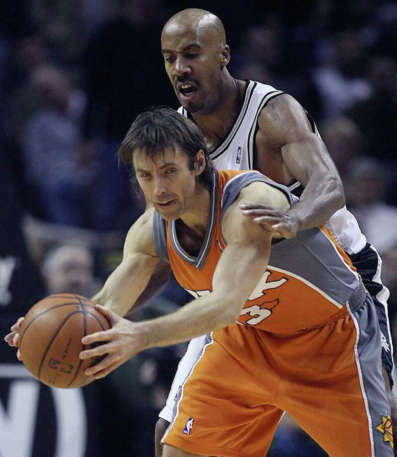 Spurs Bruce Bowen pressures Phoenix Suns Steve Nash in the 3rd period of play at the at&t center Tuesday  Dec.17, 2007. DELCIA LOPEZ/STAFF Photo: DELCIA LOPEZ, Express-News / © San Antonio Express-News