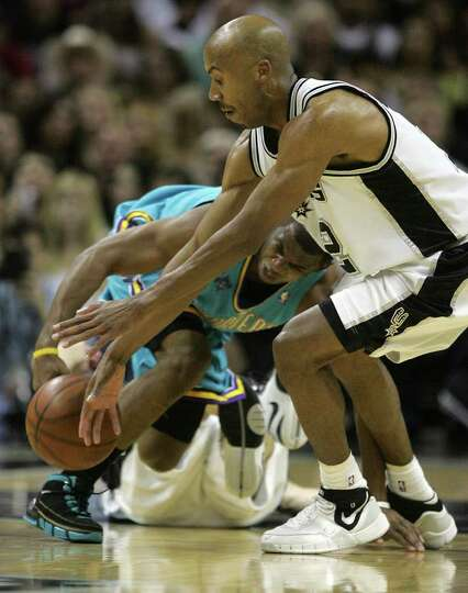 Bruce Bowen gets a loose ball in front of Chris Paul in the first half of game four of their Western