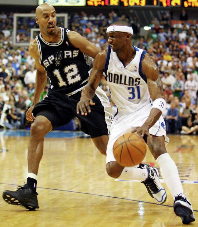 Spurs' Bruce Bowen defends Mavericks' Jason Terry during first half action of Game 4 in the First Round of the Western Conference Playoffs Saturday April 25, 2009 at the American Airlines Center in Dallas, Tx. Photo: EDWARD A. ORNELAS, Express-News / eaornelas@express-news.net