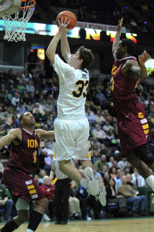 Siena's Rob Poole drives to the basket during Siena's 65-62 upset victory over Iona at the Times Union Center on Monday night Jan. 23, 2012 in Albany, NY.   (Philip Kamrass / Times Union ) Photo: Philip Kamrass / 00015373I