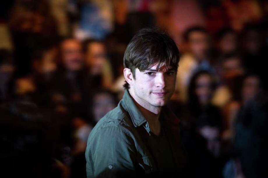 Ashton Kutcher arrives at the Colcci show Photo: YASUYOSHI CHIBA, AFP/Getty Images / AFP