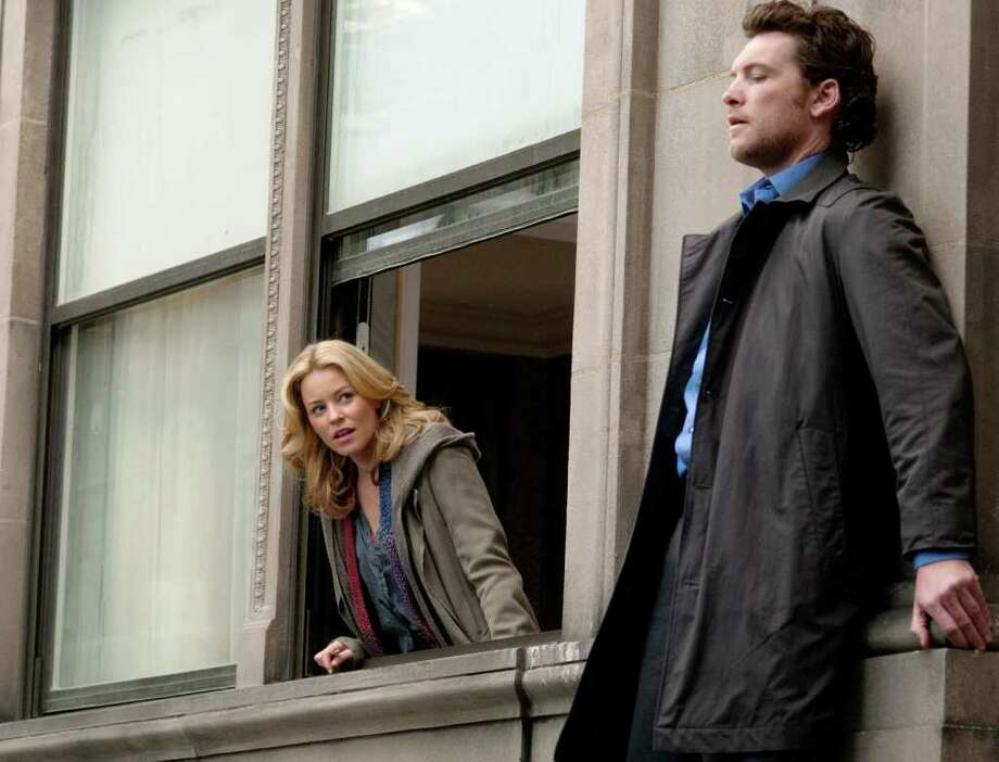 ELIZABETH BANKS and SAM WORTHINGTON star in MAN ON A LEDGE Photo: Myles Aronowitz, Summit Entertainment / © 2011 Summit Entertainment, LLC. All Rights Reserved.