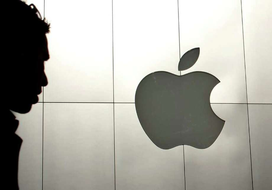 Apple has cash and securities adding up to $97.6 billion. Photo: Justin Sullivan / 2012 Getty Images