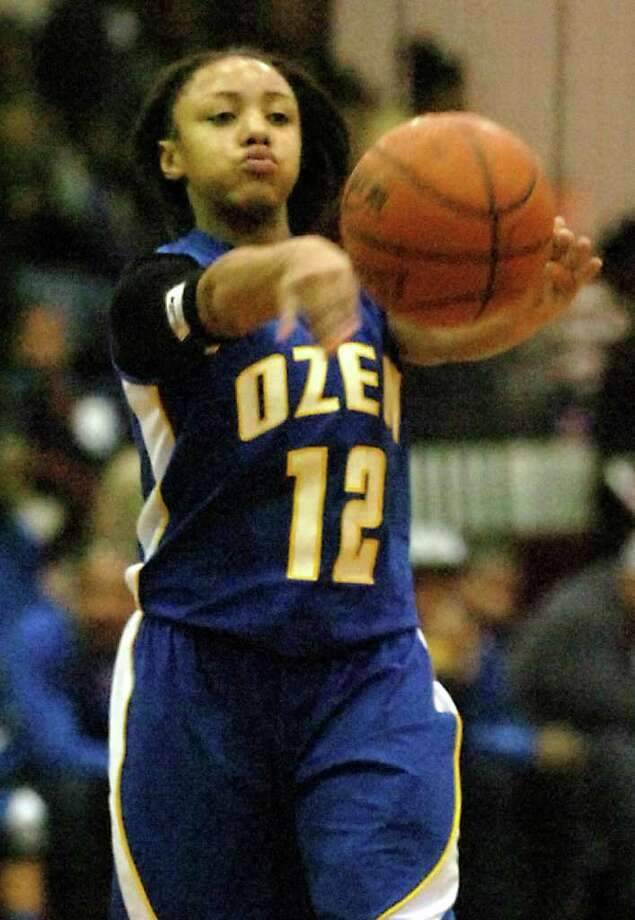 Ozen's Asia Booker passes during the game against Central at Central High School in Beaumont, January 24, 2012. Tammy McKinley/The Enterprise Photo: TAMMY MCKINLEY