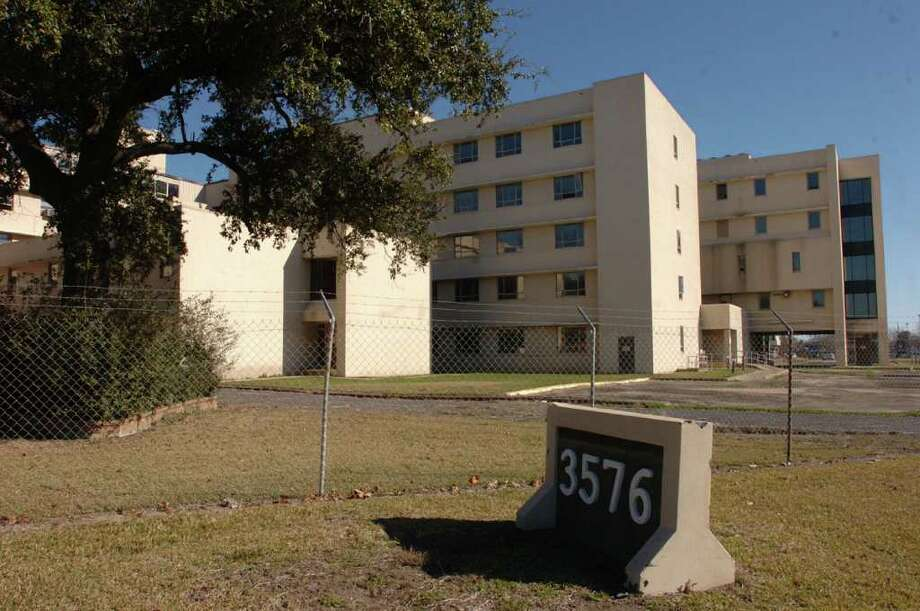 HEB may be looking into purchasing the old Baptist Hospital site for a new store. Pete Churton/The Enterprise Photo: Pete Churton