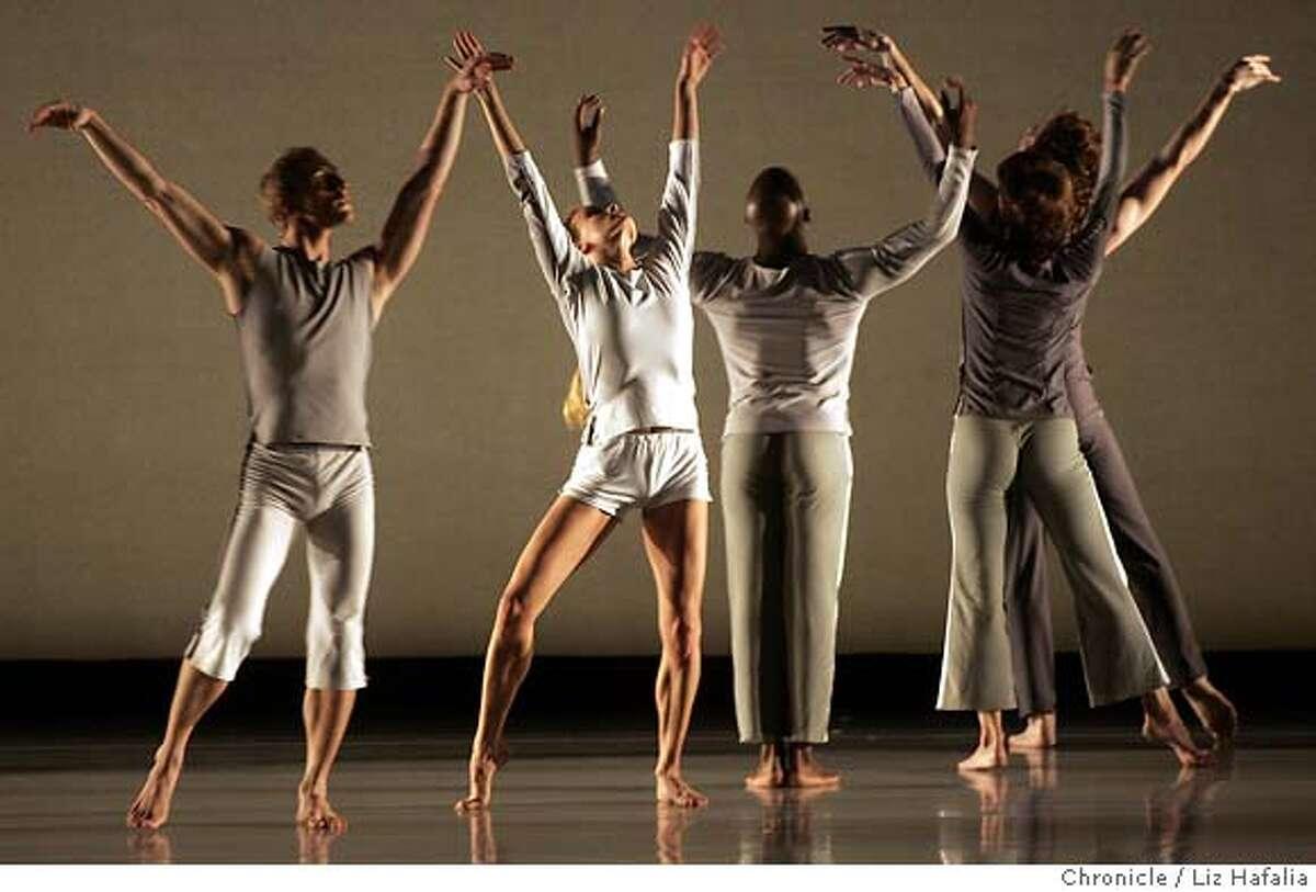 MORRIS_048_LH.jpg Mark Morris Dance Group performing a west coast premiere called 'Violet Cavern' at Zellerbach Hall. Photo taken in Berkeley on 10/22/04, CA. by LIZ HAFALIA / San Francisco Chronicle Datebook#Datebook#Chronicle#10/25/2004#ALL#5star##0422427627