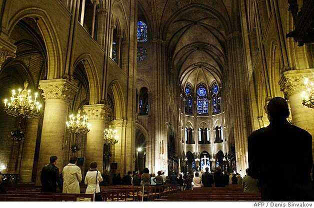 People pray for the health of pope John Paul II at the Notre-Dame Cathedral, 01 April 2005 in Paris. The pope John Paul II' s condition was 'very serious' after deteriorating dramatically following the heart attack, sceptic shock and a urinary tract infection, the Vatican announced early 01 April, but by midday he had rallied somewhat and his condition was reported to be 'stable'. AFP PHOTO / DENIS SINYAKOV (Photo credit should read DENIS SINYAKOV/AFP/Getty Images) BookReview#BookReview#Chronicle#04-17-2005#ALL#2star#e2#0422754448 Photo: DENIS SINYAKOV