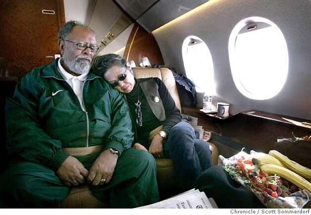 Rev. Cecil Williams Williams and his wife Janice Mirikitani rest as they fly back to San Francsico after Cecil's whirlwind four-day trip to his hometown of San Angelo, Texas. SF CHRONICLE PHOTO BY SCOTT SOMMERDORF Photo: Scs