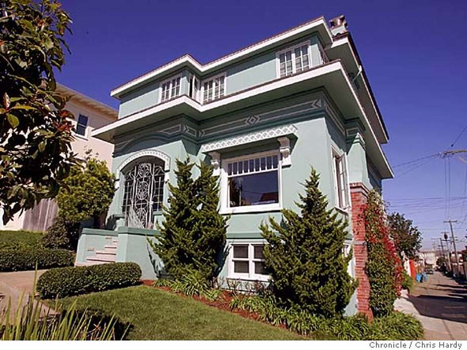 Home and Garden story about Ida McCain, one of the few women architects in S.F. in the early 1900s. LINCOLN MANOR This house has a nice spacious interior. It also has a very characteristic fa�ade, showing one of her villa homes, as opposed to the Westwood bungalows.  Chris Hardy / San Francisco Chronicle Photo: Chris Hardy