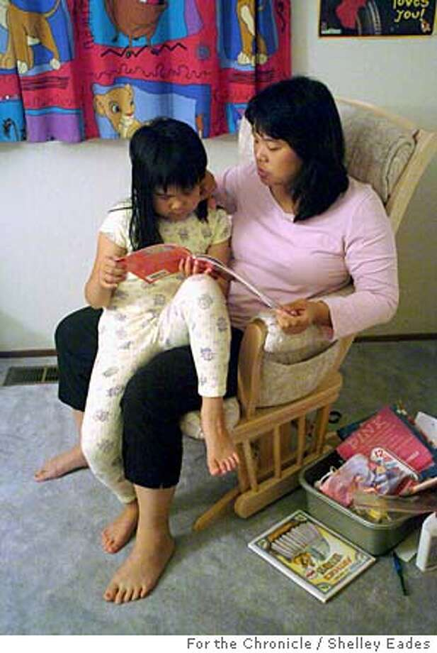 UNDEREMPLOYED  9/22/04 in South San Francisco  Photo by Shelley Eades/For The Chronicle Rose Chiu, 38, copes with taking care of her daughter Caitlin, 7, and running a household on her own while her husband commutes home to South San Francisco from his job in Stockton two or three days a week. Ran on: 10-03-2004  Rose Chiu, 38, must hold the fort in South San Francisco with her daughter, Caitlin, 7, while her husband commutes back from his job in Stockton two or three times a week. Photo: Shelley Eades