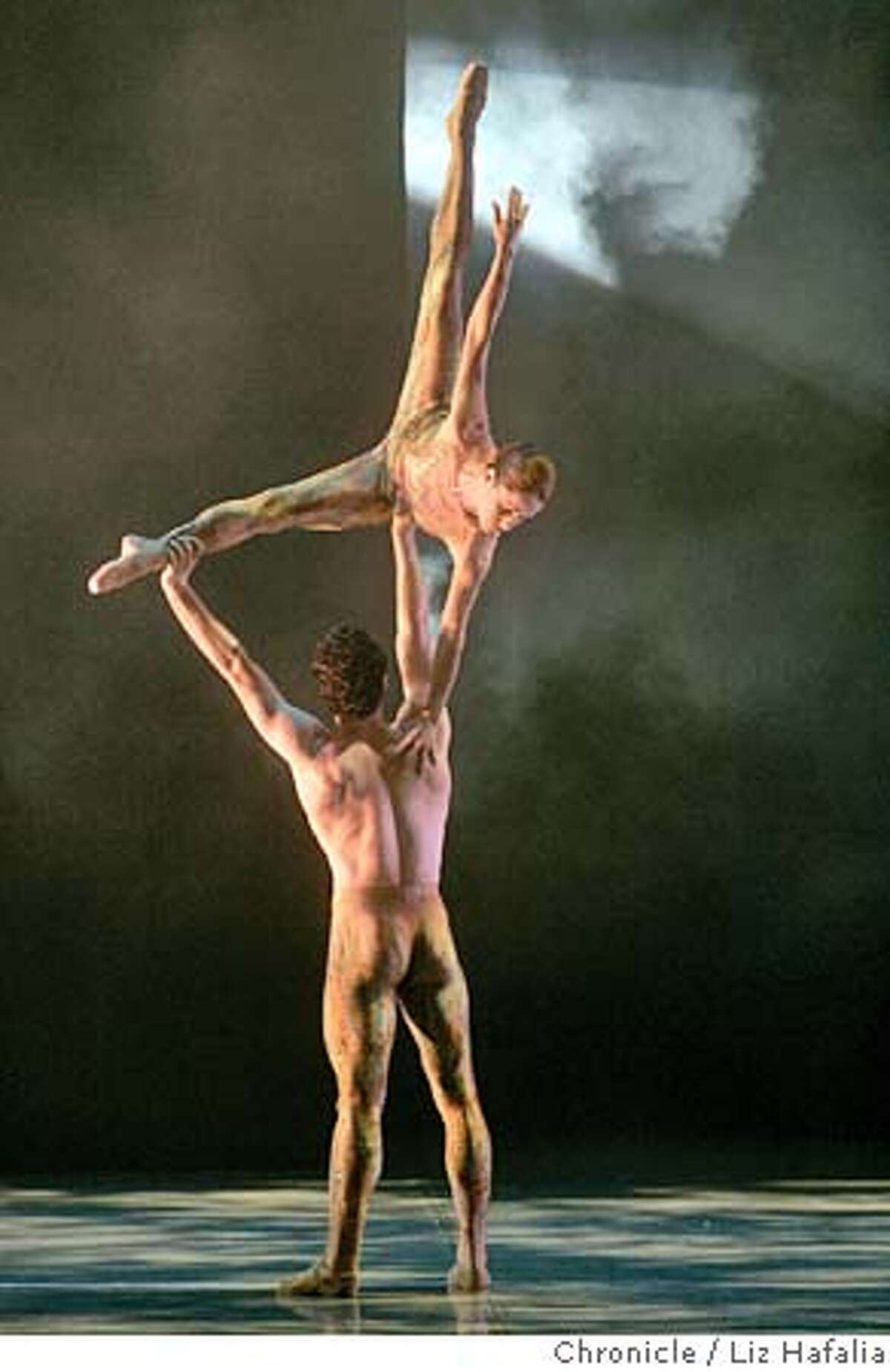 """CANADA_013_LH.JPG James Kudelka choreographed this piece called 'there, below"""" performed by the National Ballet of Canada at Zellerbach Hall. Shot on 9/30/04 in Berkeley. LIZ HAFALIA/The Chronicle MANDATORY CREDIT FOR PHOTOG AND SF CHRONICLE/ -MAGS OUT Datebook#Datebook#Chronicle#10/2/2004#ALL#Advance##0422386329"""