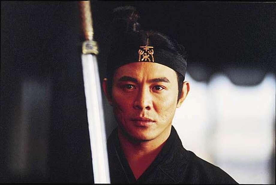 HERO27_001.JPG Jet Li as NAMELESS in Zhang Yimou�s HERO. / MIRAMAX FILMS Ran on: 08-27-2004  Jet Li plays an officer, Nameless, who battles assassins. Ran on: 08-27-2004 Ran on: 08-27-2004 Ran on: 08-27-2004