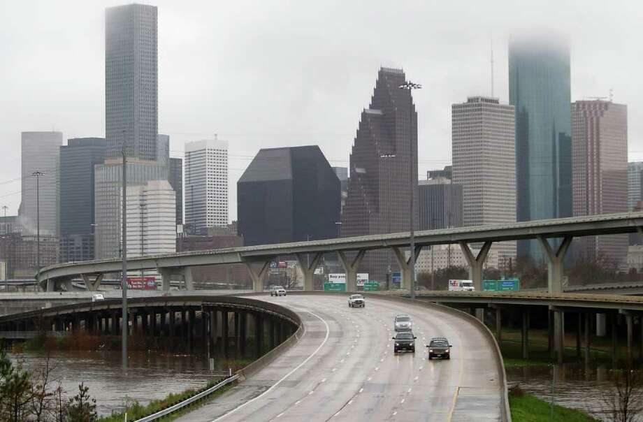 Cars drive north on I-45 from downtown as they cross over a swollen White Oak Bayou near the Quitman overpass in 2012. Fifteen bridges in Houston are rated structurally deficient, including three on the state-maintained system. That includes the northbound Interstate 45 bridge over White Oak bayou. Photo: Karen Warren, Houston Chronicle / © 2012  Houston Chronicle
