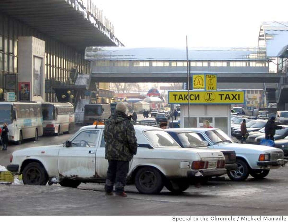 Unlicensed cab drivers waiting for fares outside Moscow�s Kursky train station, where brawls between cab drivers broke out last summer. Michael Mainville / Special to the Chronicle