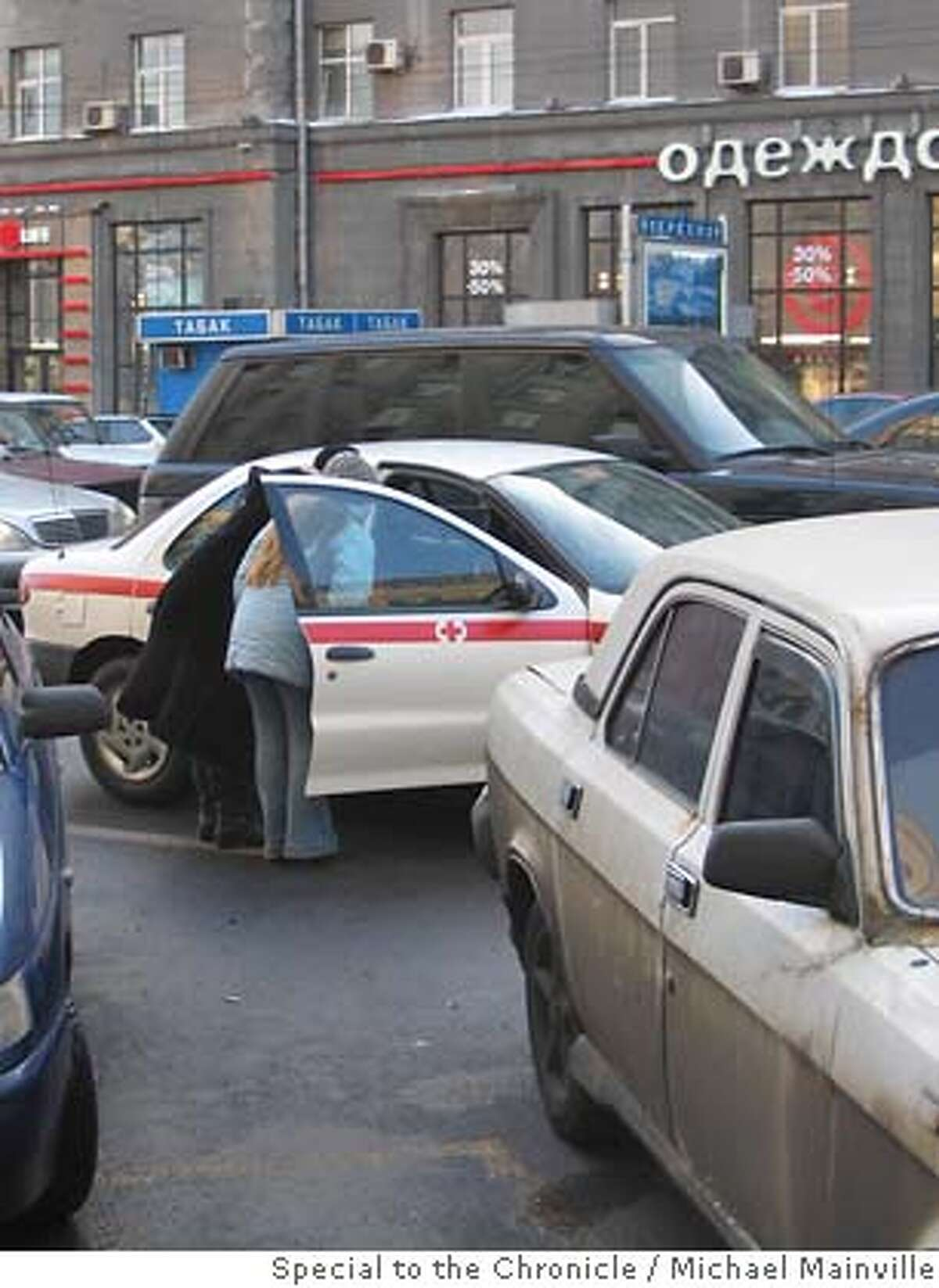 A step-by-step guide to hailing a gypsy cab in Moscow Cabs1 � Wave down a passing car, in this case a medical emergency vehicle Cabs2 � Negotiate a price Cabs3 � Get in. Michael Mainville / Special to the Chronicle